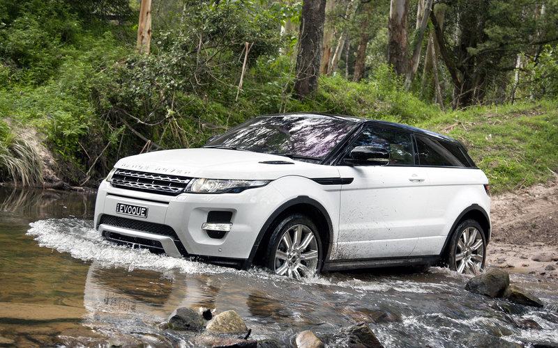 Land Rover Range Rover у воде