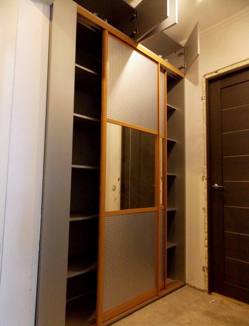 """Встроенный шкаф купе для небольшой прихожей """" - карточка пол."""