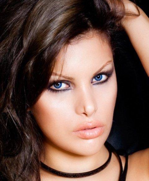 Макияж для сероголубых глаз и русых волос на каждый день