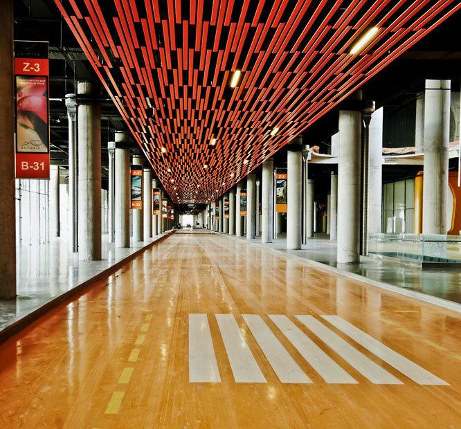 Аутопия, Стамбул, Турция. Архитектор: GAD, Гокхан Авсиоглу и Дара Кирмизитопрак. Категория: Розничная торговля. Этот тщательно продуманный проект делает бизнес автомобильных покупок удовольствием, а не рутиной. Убедительная интеграция полезных дополнений завершает эту историю.
