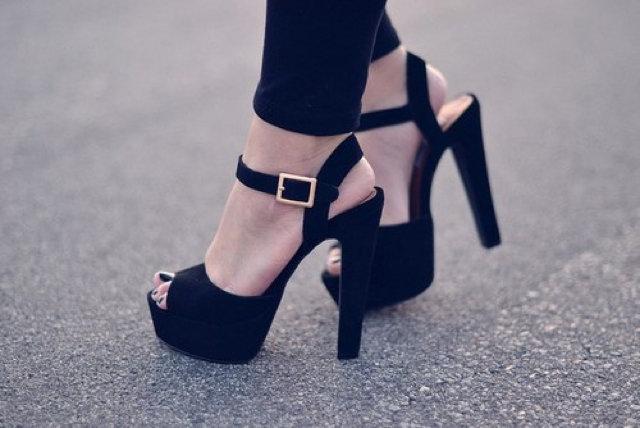 Симпатичные туфли на высоком каблуке