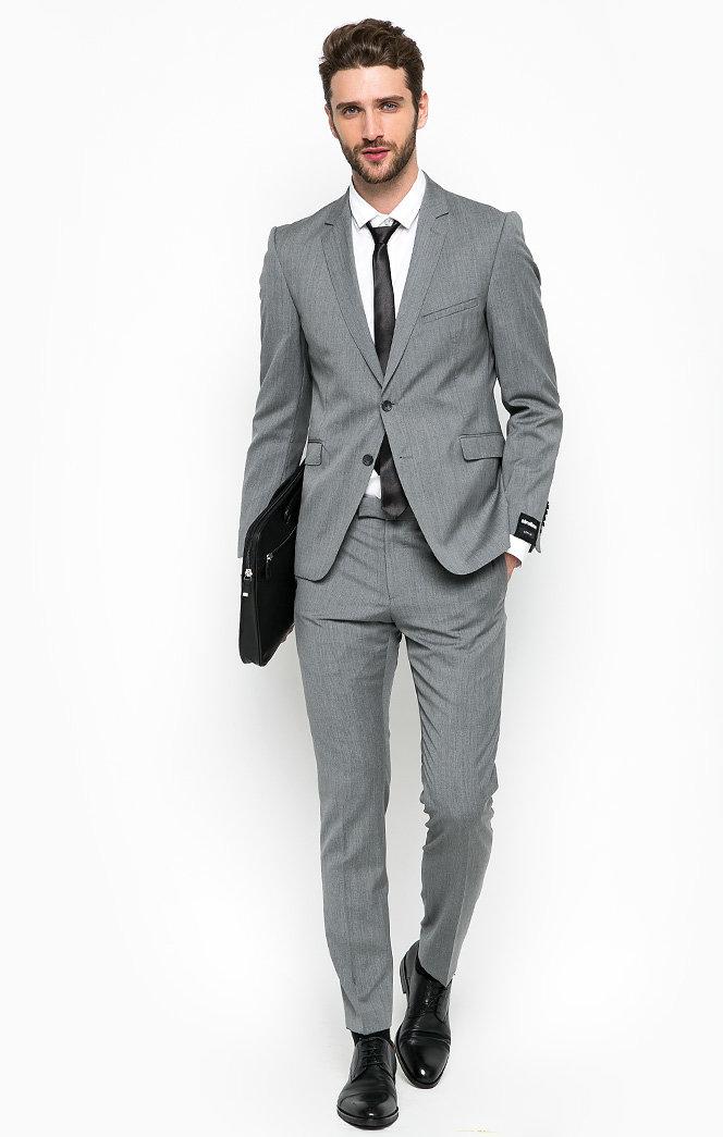 мужской костюм серого цвета фото