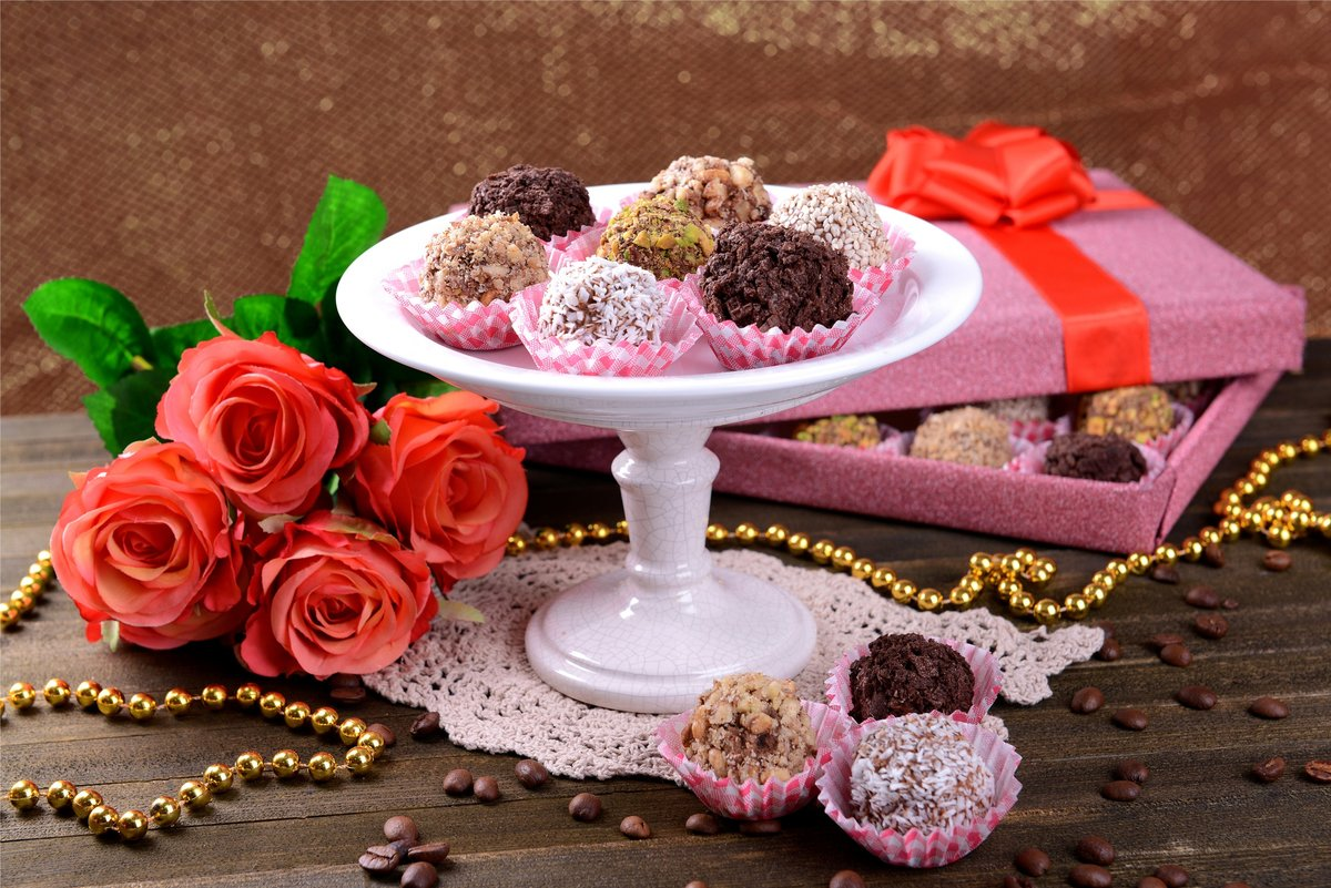 Цветы с конфетами открытки, картинки