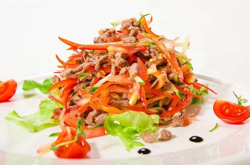Теплый салат с говядиной фото