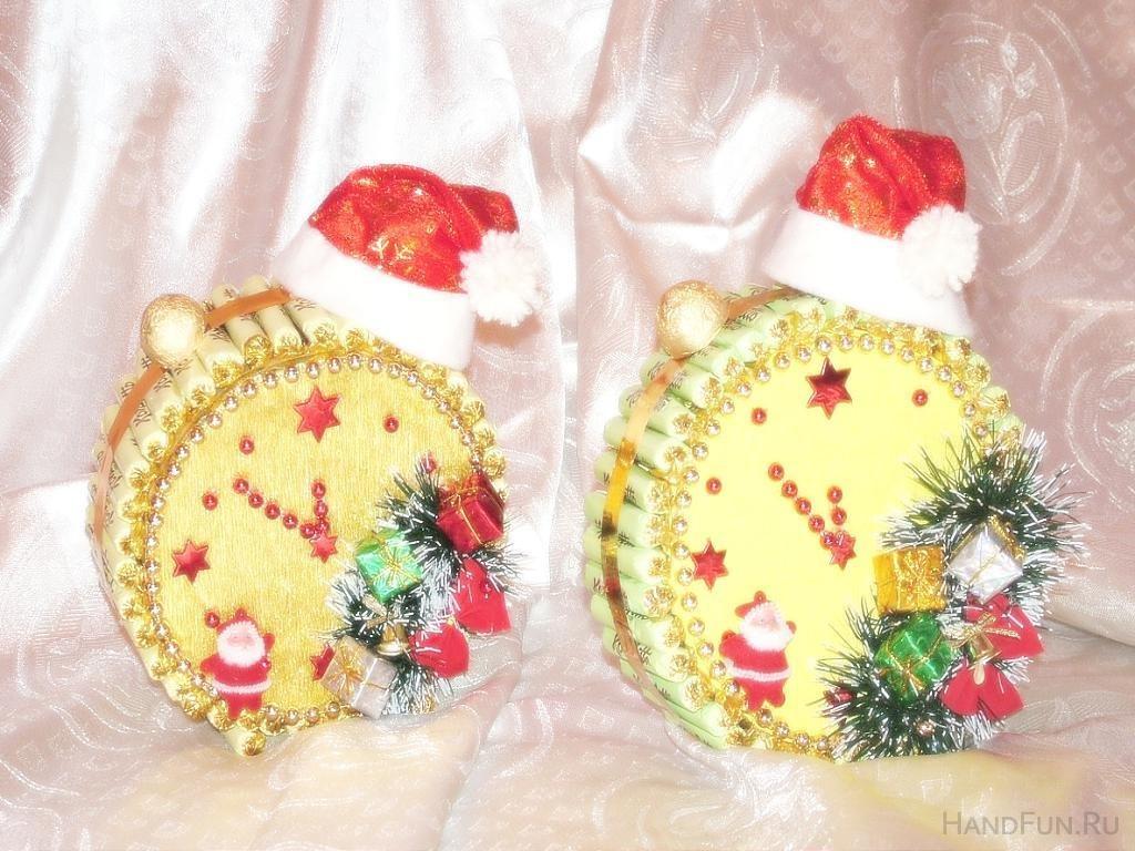 Поделка новогодние часы своими руками из конфет