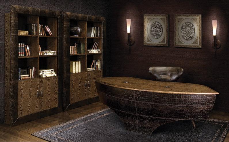 Классический стиль в дизайне рабочего кабинета с большим президентским столом.