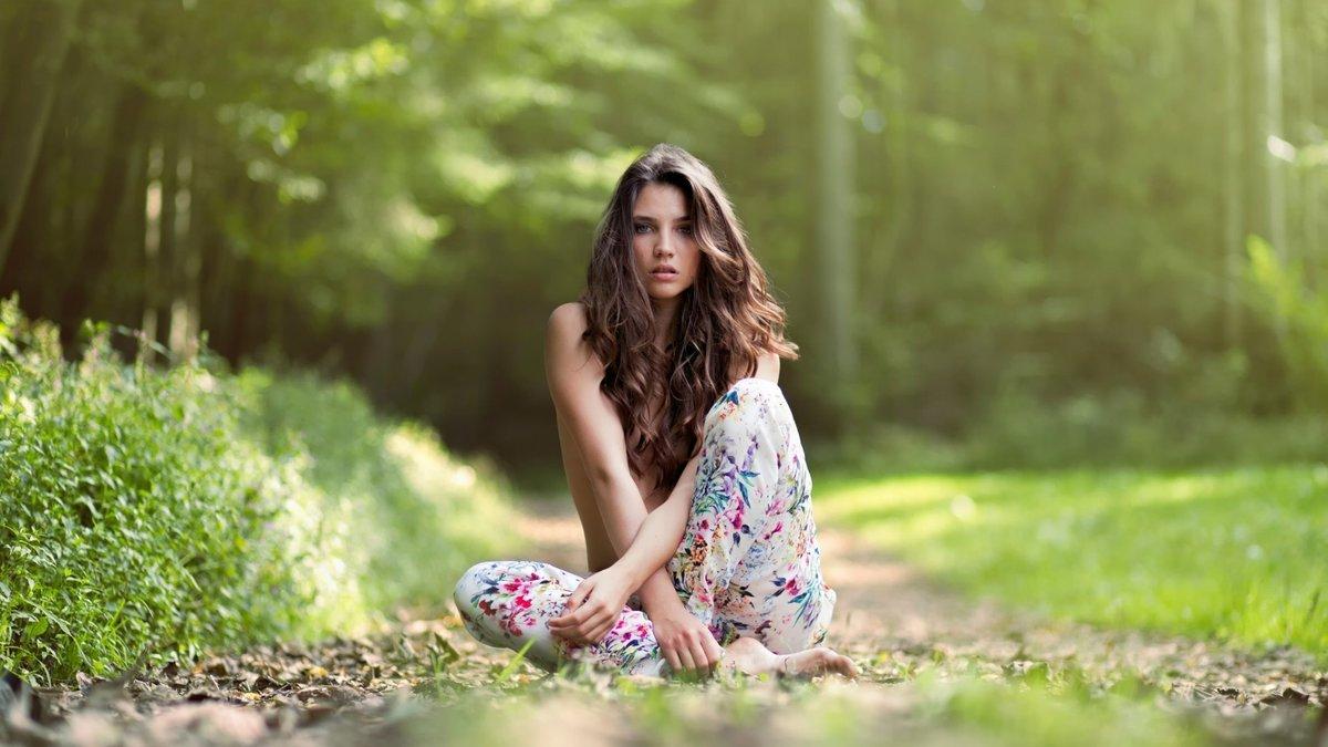 Картинка девушек на природе