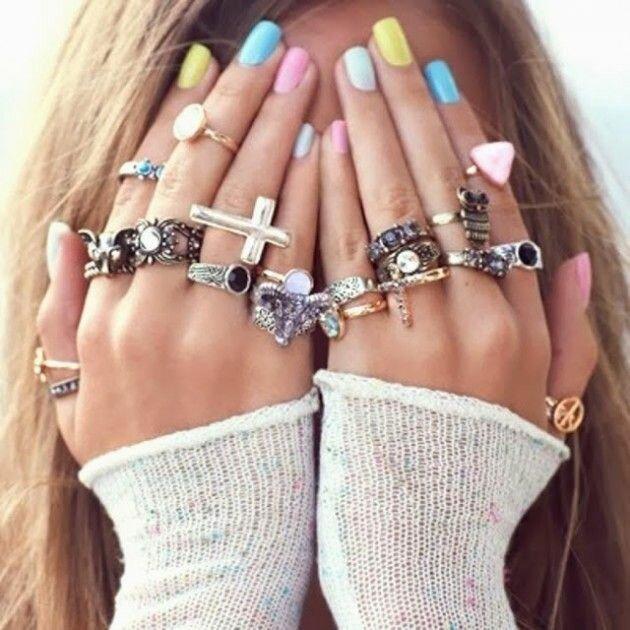 Фото простых идей для дизайна ногтей, которые вы легко сможете повторить своими руками дома. Разноцветный маникюр.