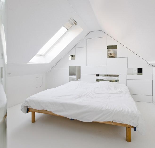 Белая минималистическая спальня