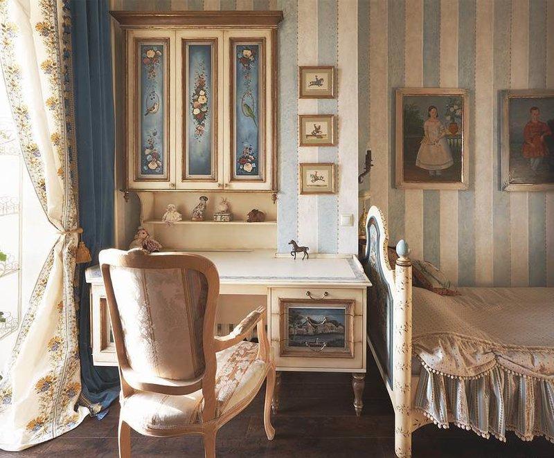 Письменный стол с ручной росписью