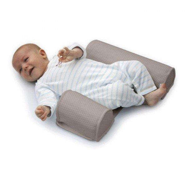 Недавно вот наткнулась на очень интересную штуку для сна новорожденных - позиционер.