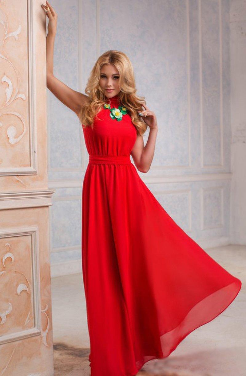 Красное легкое длинное платье