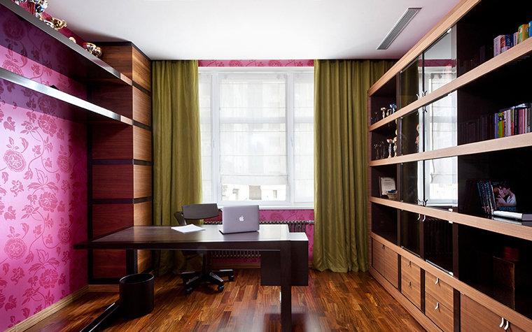 кабинет с оливковыми шторами