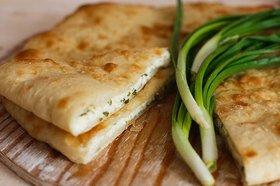 Аппетитный и сочный осетинский пирог с сыром из простого набора ингредиентов