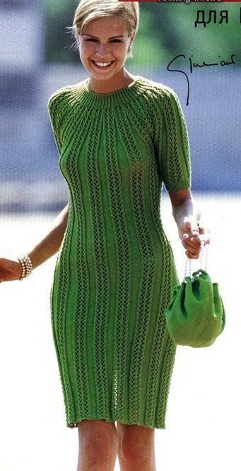 Зелёное вязанное платье