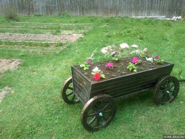 деревянная телега для сада