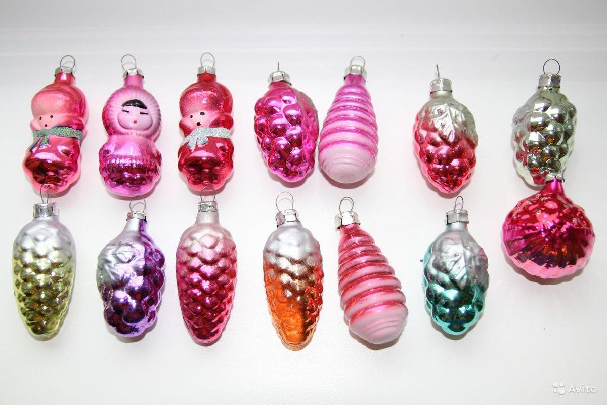 Последовавший запрет на празднование нового года и на использование елочки в качестве непременного атрибута праздника, внес свои коррективы и в стилистику елочных игрушек.