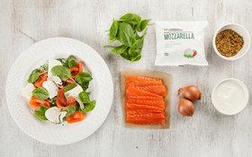 Салат из моцареллы и лосося