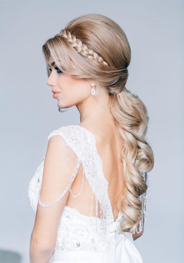 Прическа на русые волосы