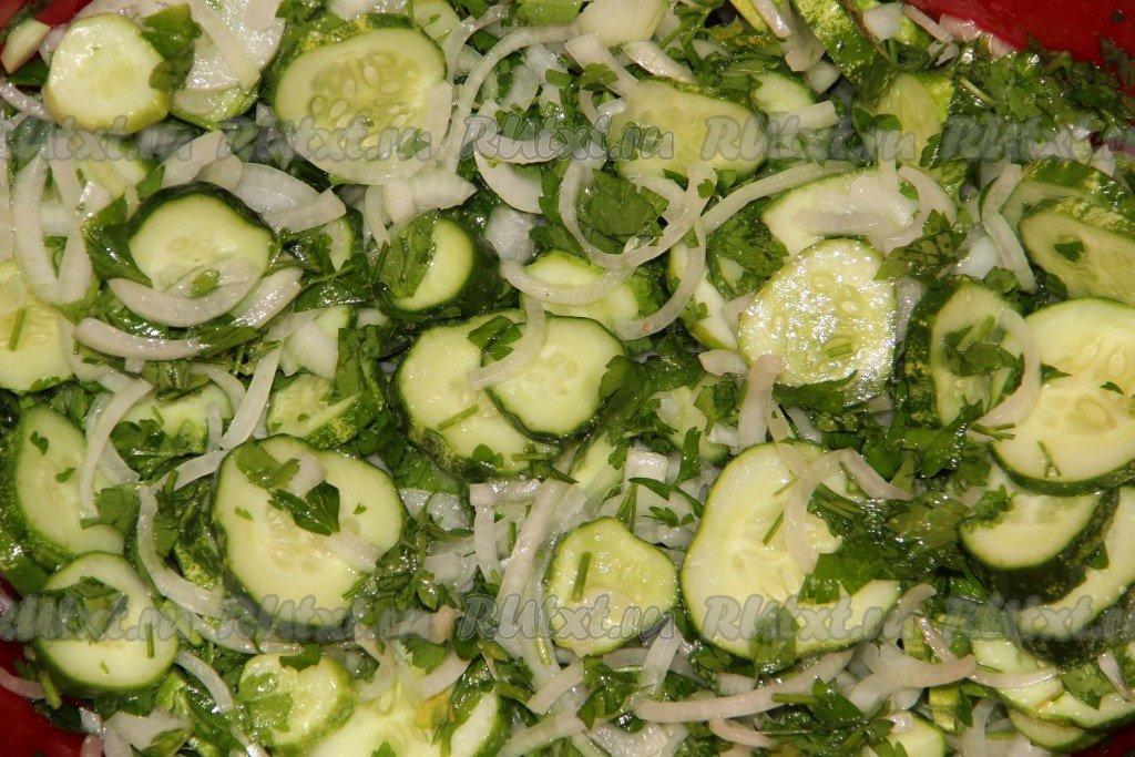 нежинский салат из огурцов и капусты