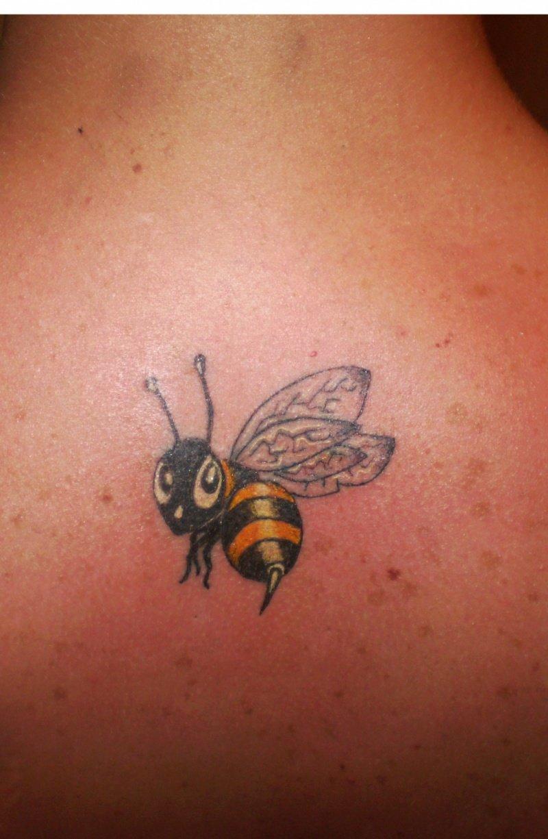 фотографии татуировок пчелы тренировкам космонавт уделят
