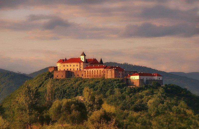 Замок Паланок, вид из далека
