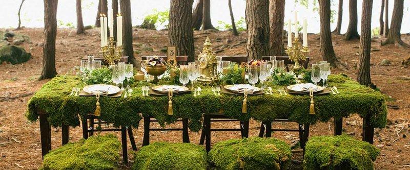 Лесная свадьба – это особенная атмосфера леса, его запахи, пронзительный зеленый цвет и огромные стволы деревьев
