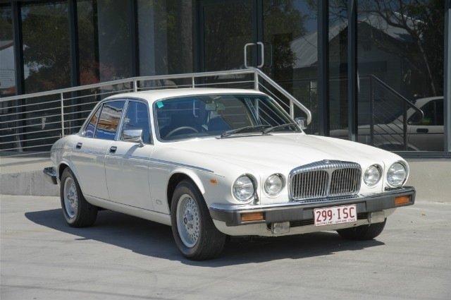 Daimler Double Six Series III