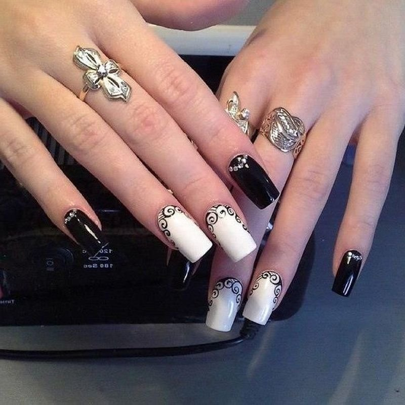 Красивый дизайн со стразами ногтей фото