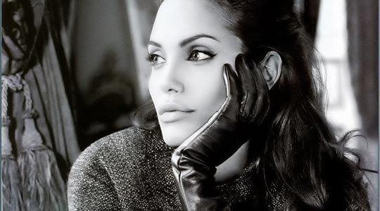 Когда женщина перестает быть юной и прелестной, она становится мудрой и шикарной!