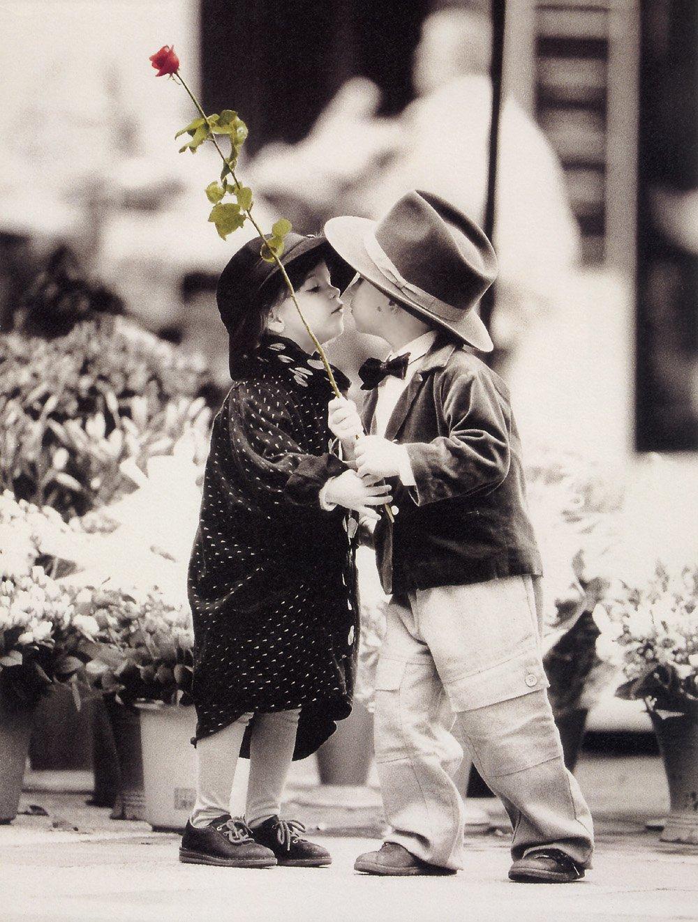 Надписями люблю, дети целуются открытки