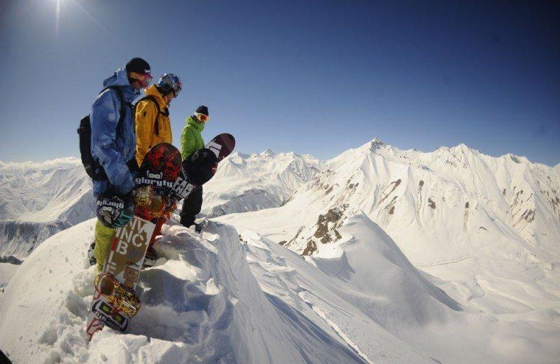 Спуск на горнолыжном курорте Гудаури