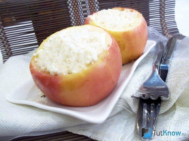 Рецепт запекания яблок с творогом в духовом шкафу с пошаговыми фотографиями. Также смотрите видео-рецепт.