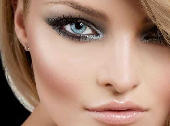 Женщины с голубыми глазами могут с легкостью использовать широкий спектр теней для век, чтобы подчеркнуть всю красоту и глубину их цвета.