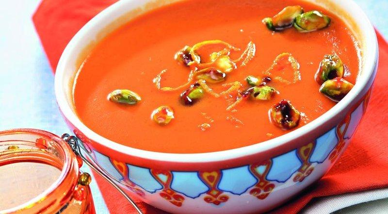 Тыквенный крем-суп с карамелизированными фисташками.