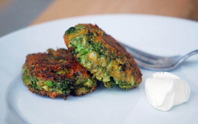 Здоровое питание: рецепт приготовления оладий из брокколи.
