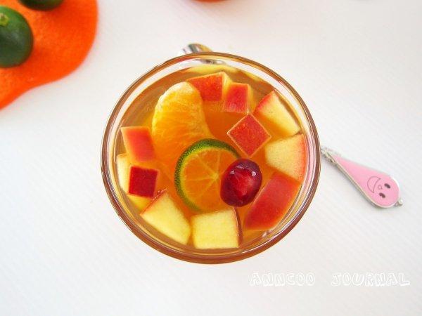 Холодный черный чай с яблоком и грушей – отличный тонизирующий напиток