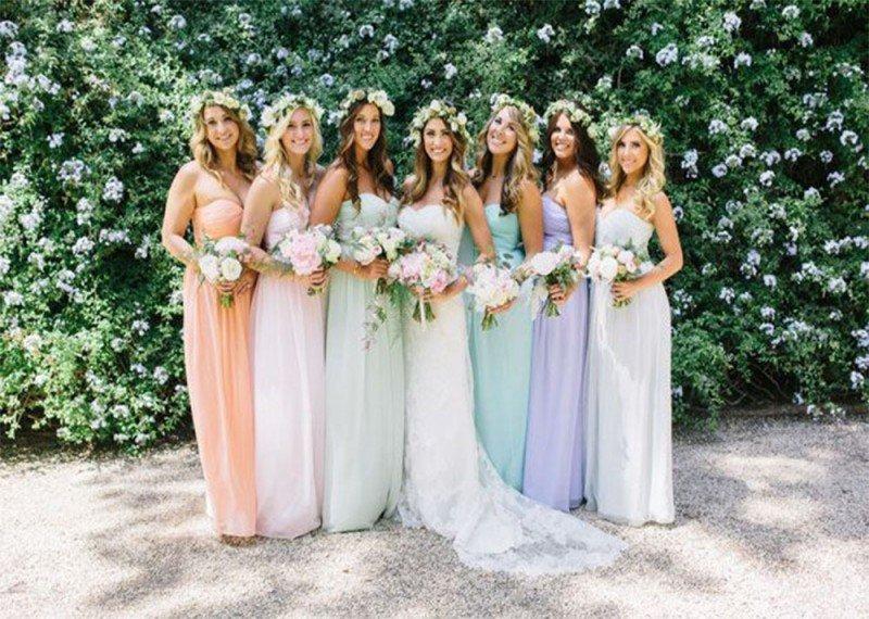 Платья подружек невесты.