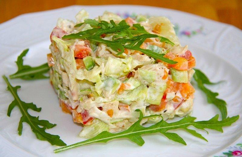 Требуется очень мало продуктов, многие готовят салаты на зиму и на праздничный стол с корейской морковью.