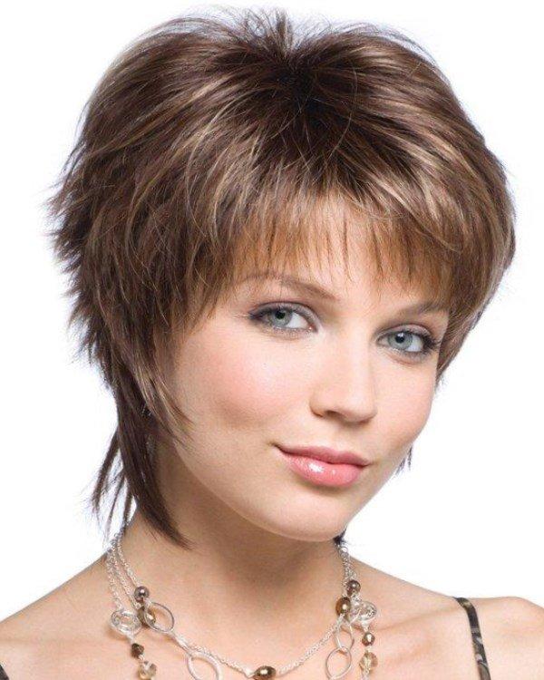 Немаловажное значение для круглого лица имеет также и цвет волос.