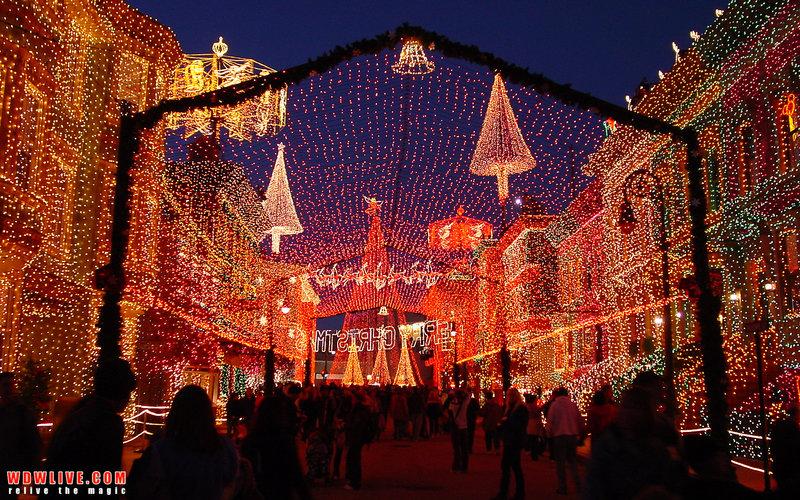 Праздничные огни на новогодней ярмарке