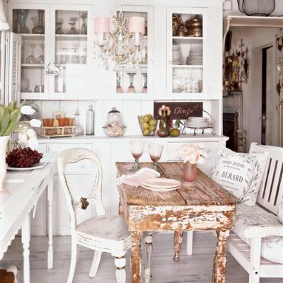 Зачищенный от краски винтажный столик на кухню
