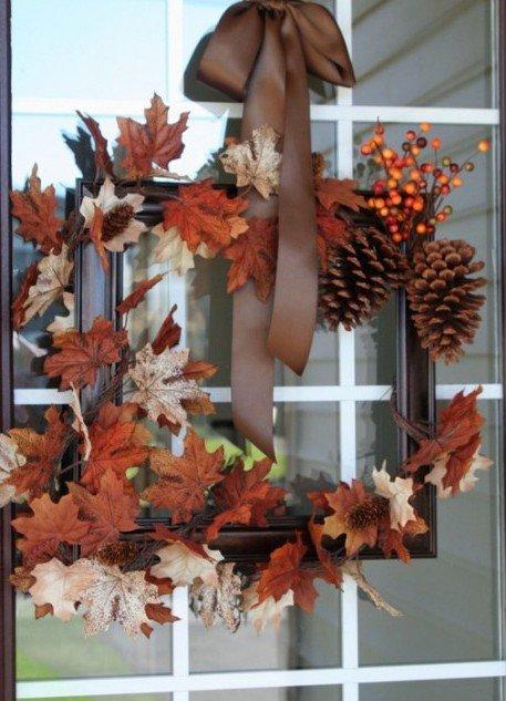 Кто сказал, что на дверь венок нужно вешать лишь на Рождество? А как же осень, которая славится красочностью своих листьев? Вот это и послужит вдохновением сегодняшнего мастер-класса.