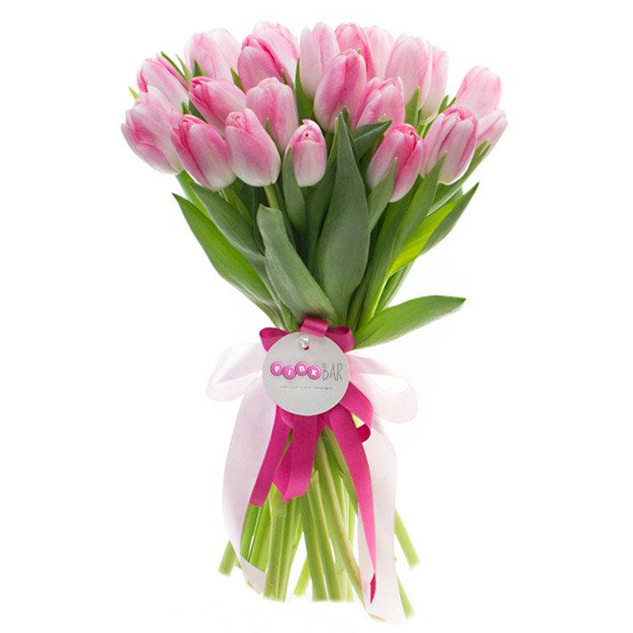 потом букеты розовых тюльпанов фото видно колхозников, напряженно