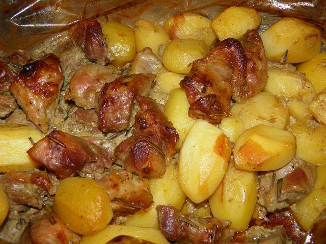 Мясо с картошкой по деревенски