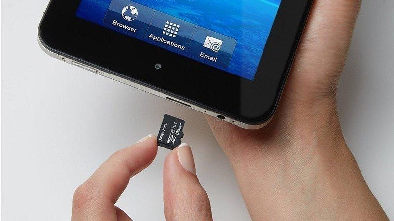 Используйте карту памяти microSD