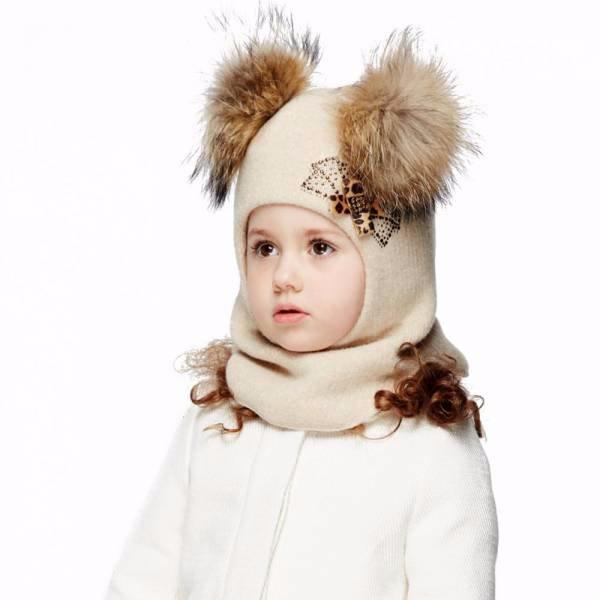 Шапка шлем с меховым помпоном для девочки