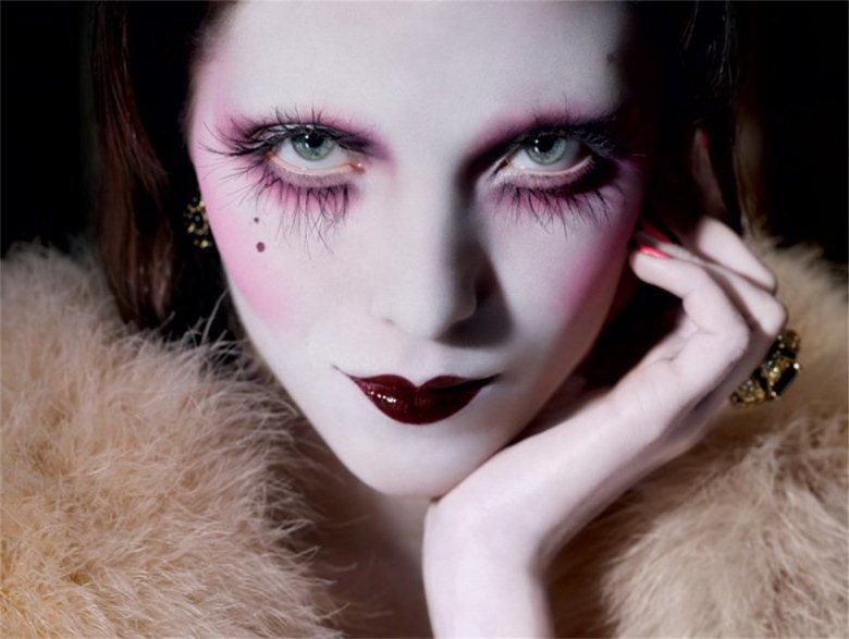 Яркий бордовый макияж