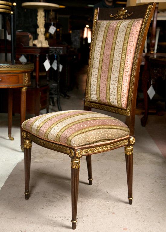 Классический стул в стиле ампир с изысканной позолотой