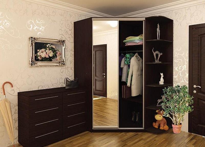 Угловой шкаф в прихожую - такое решение часто принимается, е.